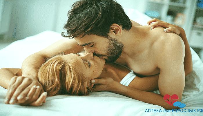 Влюбленная пара занимается любовью под действием Виагры