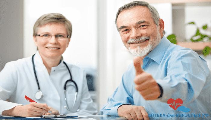 Женщина-врач и мужчина в возрасте