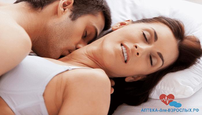 Женщина и мужчина в постели под действием Зенегры