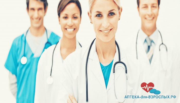 Фото команда улыбающихся врачей