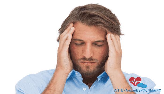 Мигрень у мужчины из-за побочных эффектов от приема добавки