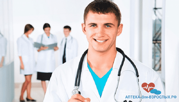 Фото молодой улыбающийся врач