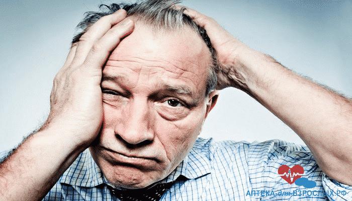 Мужчина в возрасте плохо себя чувствует из-за передозировки препаратом