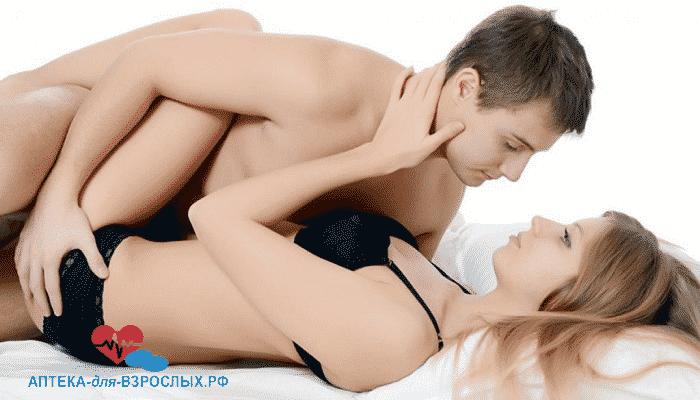 Мужчина с блондинкой в постели под действием Силденафила