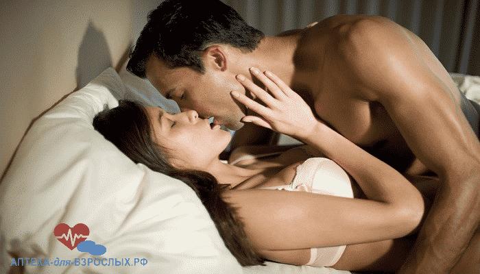 Пара занимается любовью под действием El macho капель