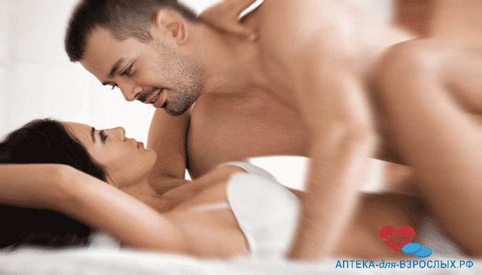 Пара занимается любовью под действием Босс Роял Виагры