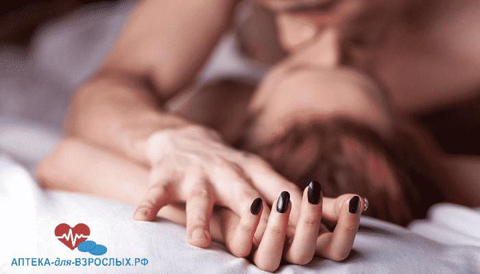 Пара занимается сексом под действием Супер Тадарайза