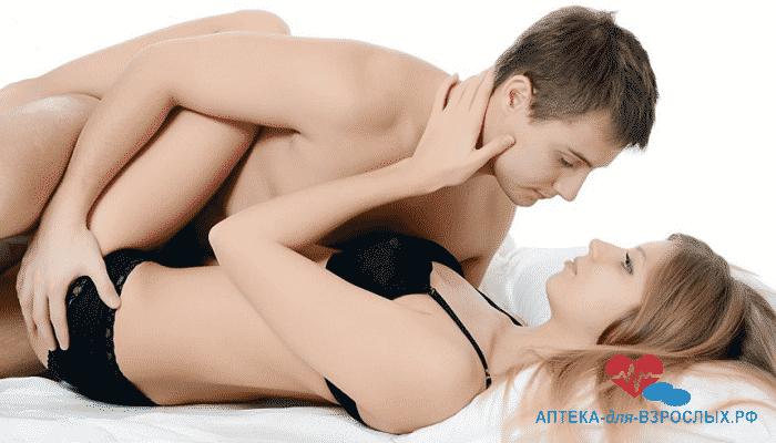 Парень с девушкой на кровати под действием Силагры