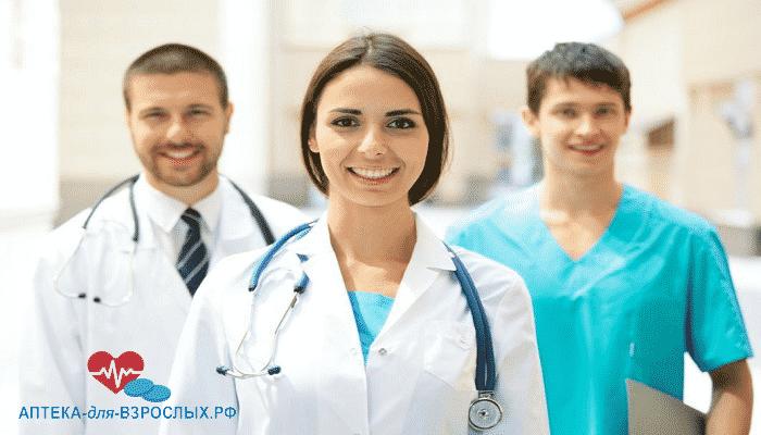 Фото трое молодых врачей