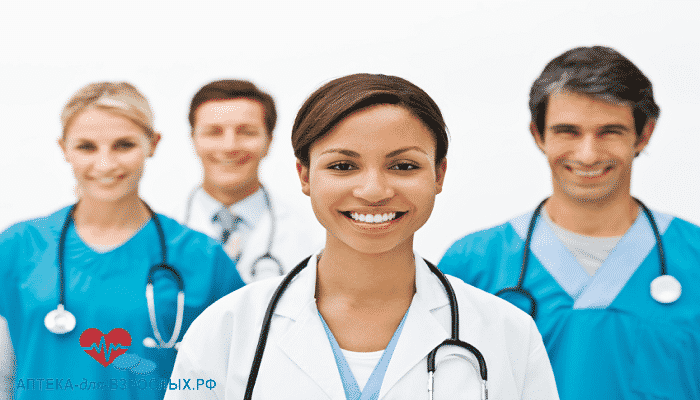 Фото улыбающаяся команда врачей