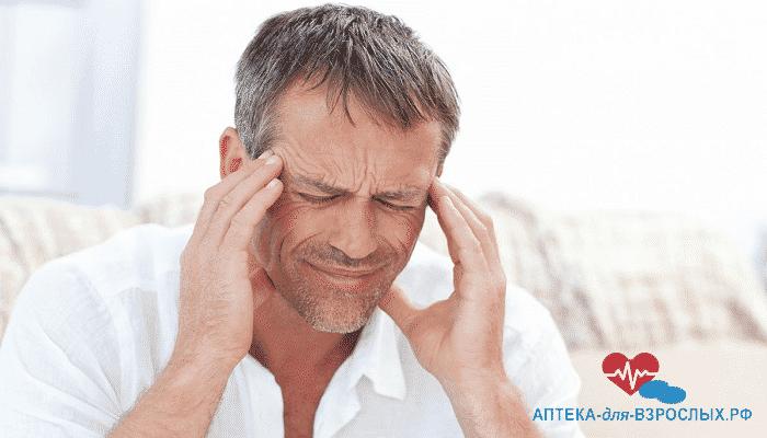 У мужчины мигрень от неправильного использования геля