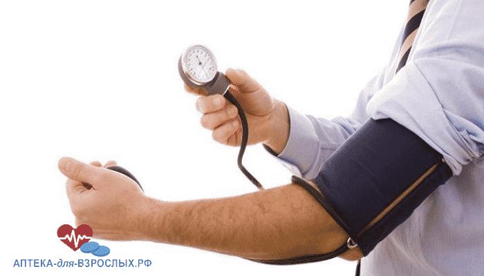 У мужчины повышенное давление из-за передозировки препаратом